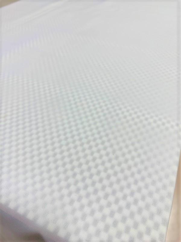 テーブルクロス用滑り止めマット(オフホワイト)の設置画像